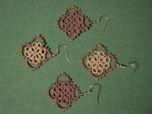 Tatted earrings: clover field
